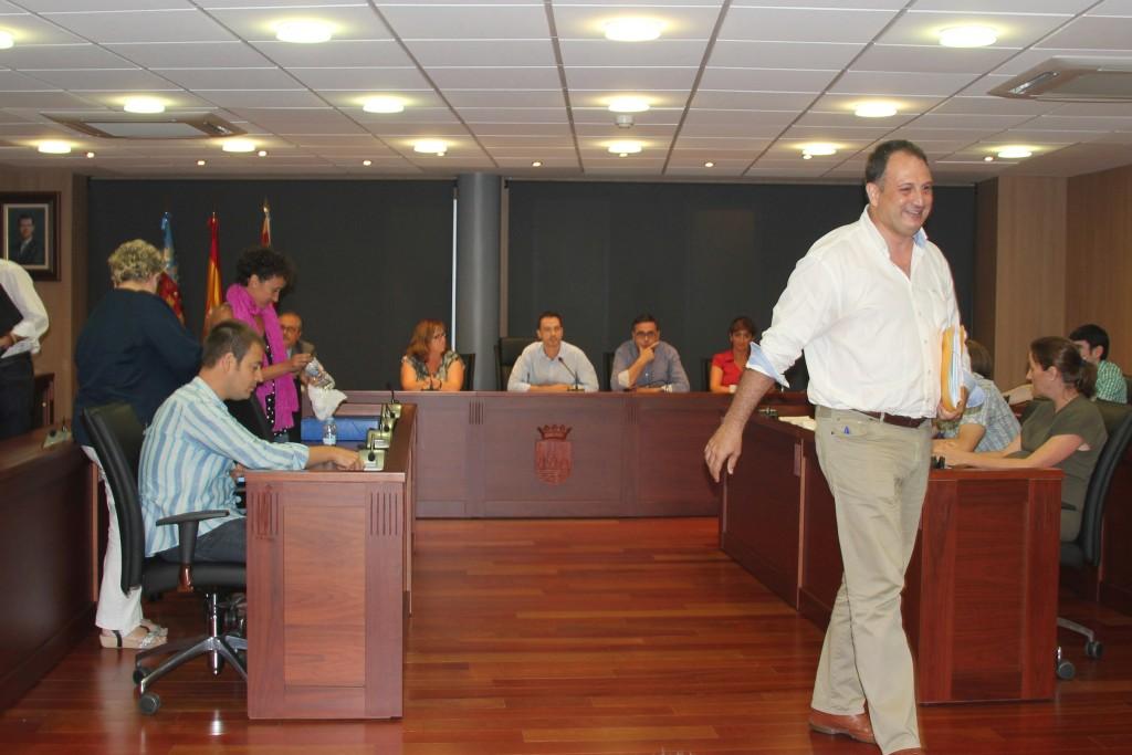 Salvador Aguilella llamado al orden en tres ocasiones por interrumpirle en repetidas ocasiones y hacer uso de la palabra cuando no le correspondía