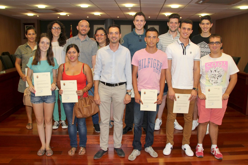 310815 Diplomas Becas Formativas Onda (Alcalde en el centro)