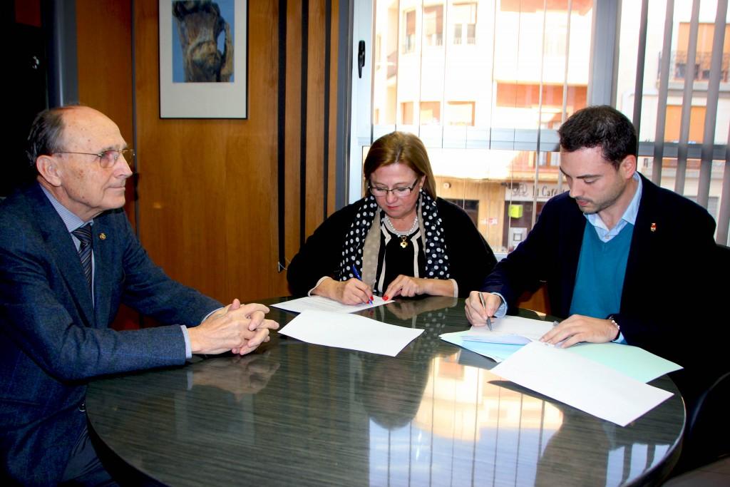 020216 Firma convenio Qualicer Alcalde Ayuntamiento Onda Ximo Huguet
