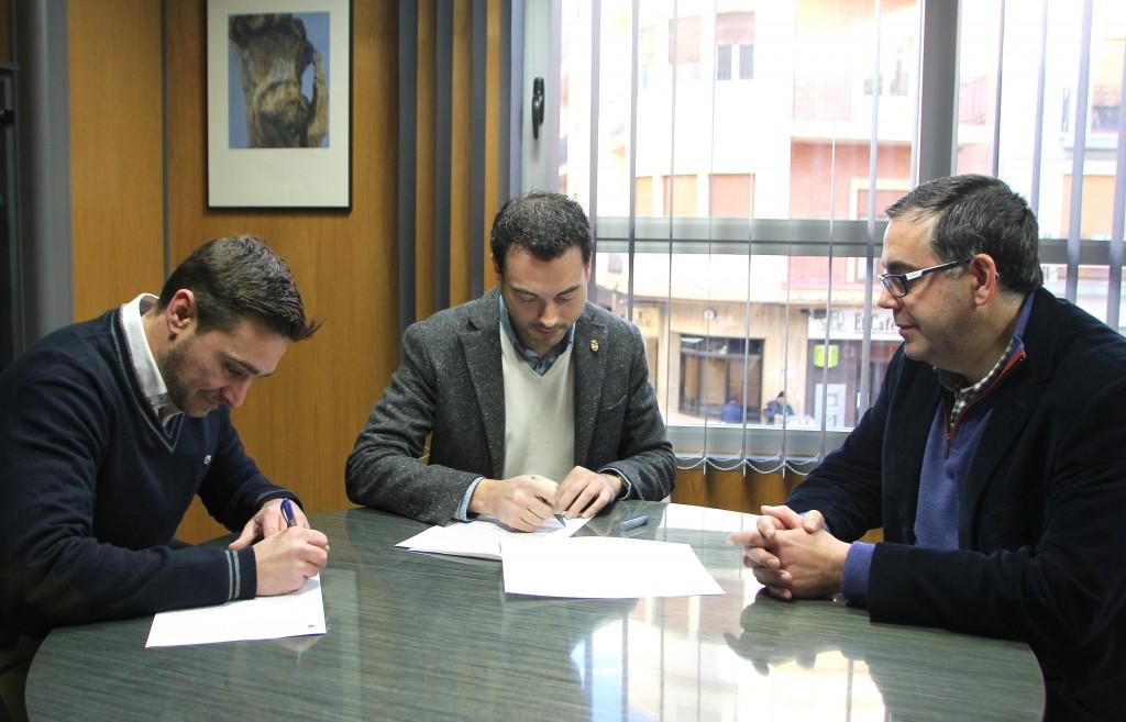 260216 Firma alcalde Onda Ximo Huguet convenio Onda Centre Comercial