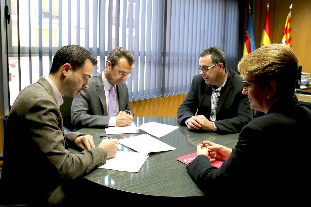 210416 Firma convenio Alcalde de Onda Ximo Huguet y Cámara de Comercio Castellón
