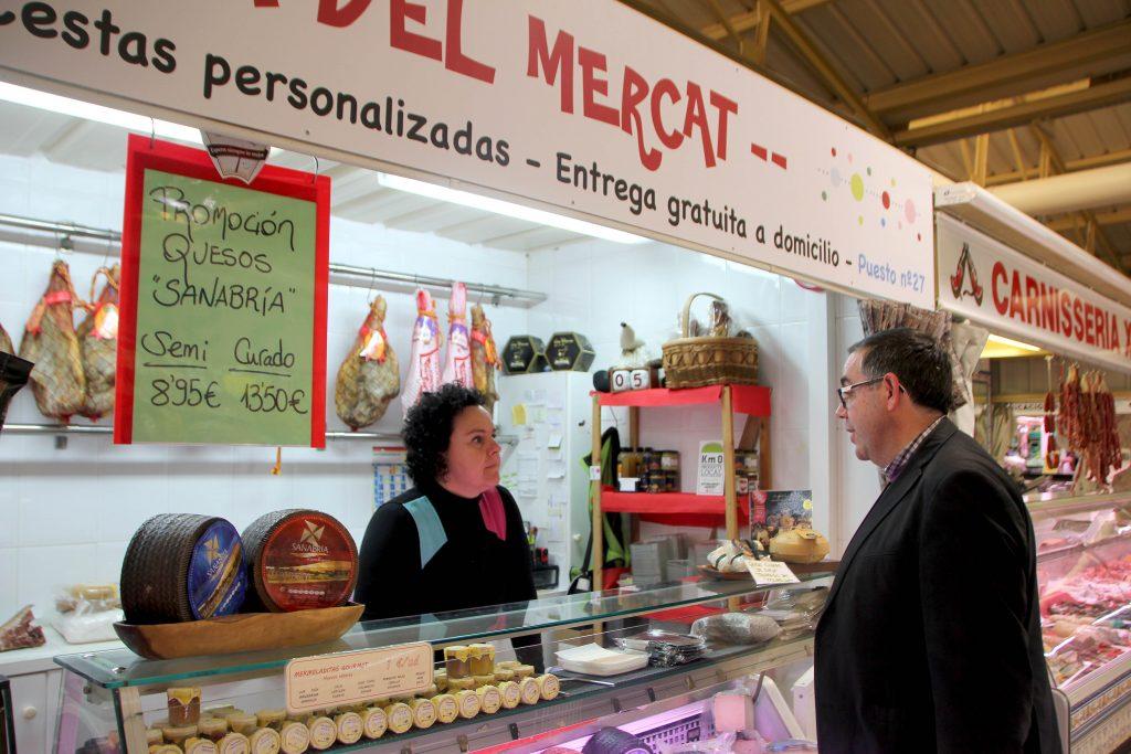 Ángel Badenas en visita al Mercado Municipal Ayuntamiento Onda