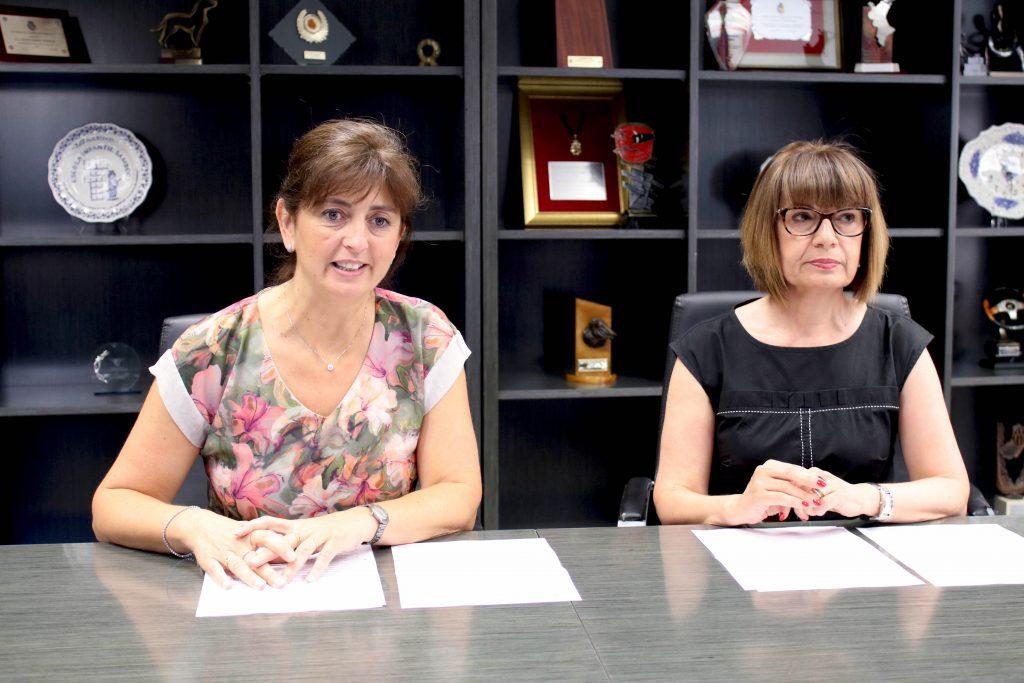 170616 Presentación Escoleta Estiu Onda concejala educación Encarna Ribes i técnico municipal