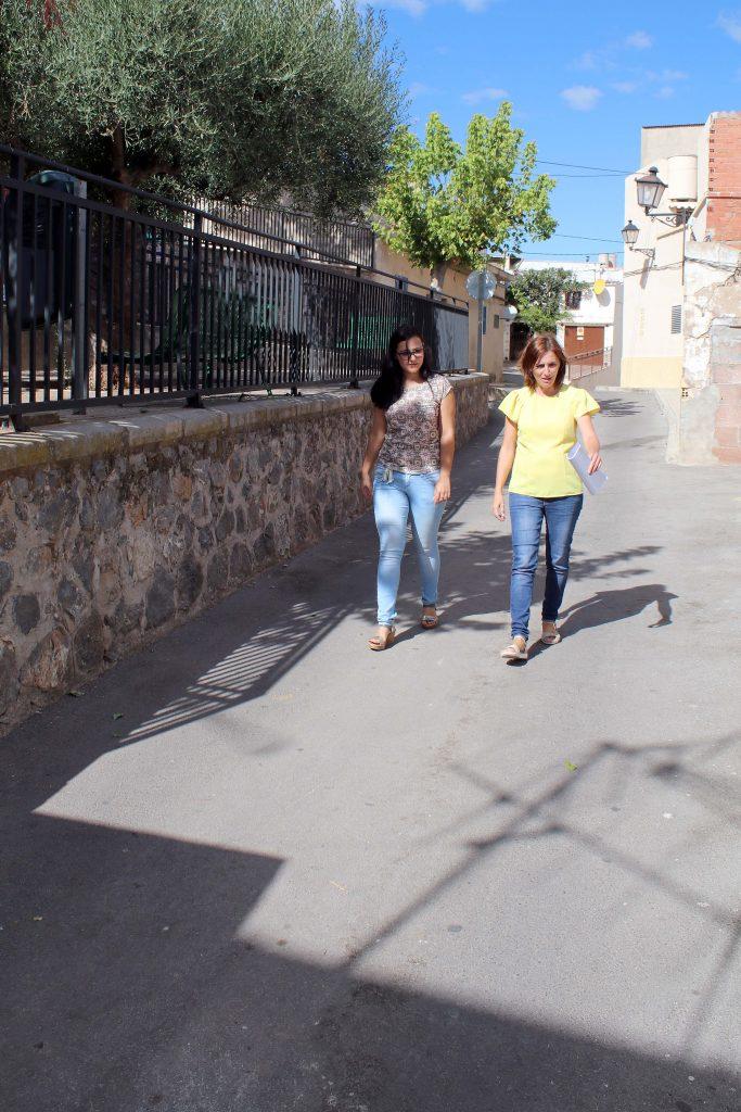 160916-concejala-urbanismo-ayuntamiento-onda-marta-piquer-derecha-visita-calle-albacete-con-constructura